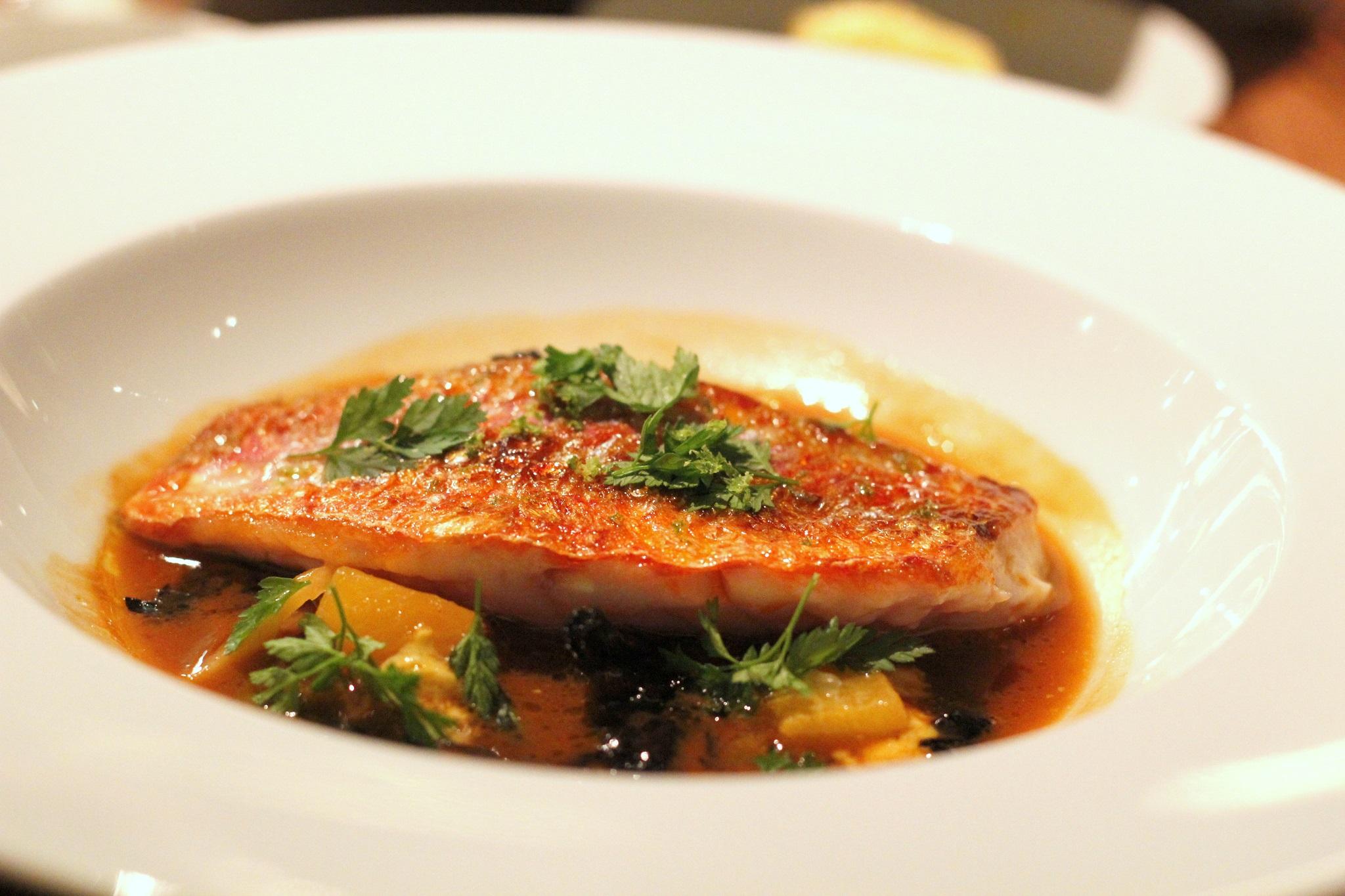 מרק דגים עדין מאד עם פטריות כמהין , דג מולית אדומה ודלעת , איזה כישרון..